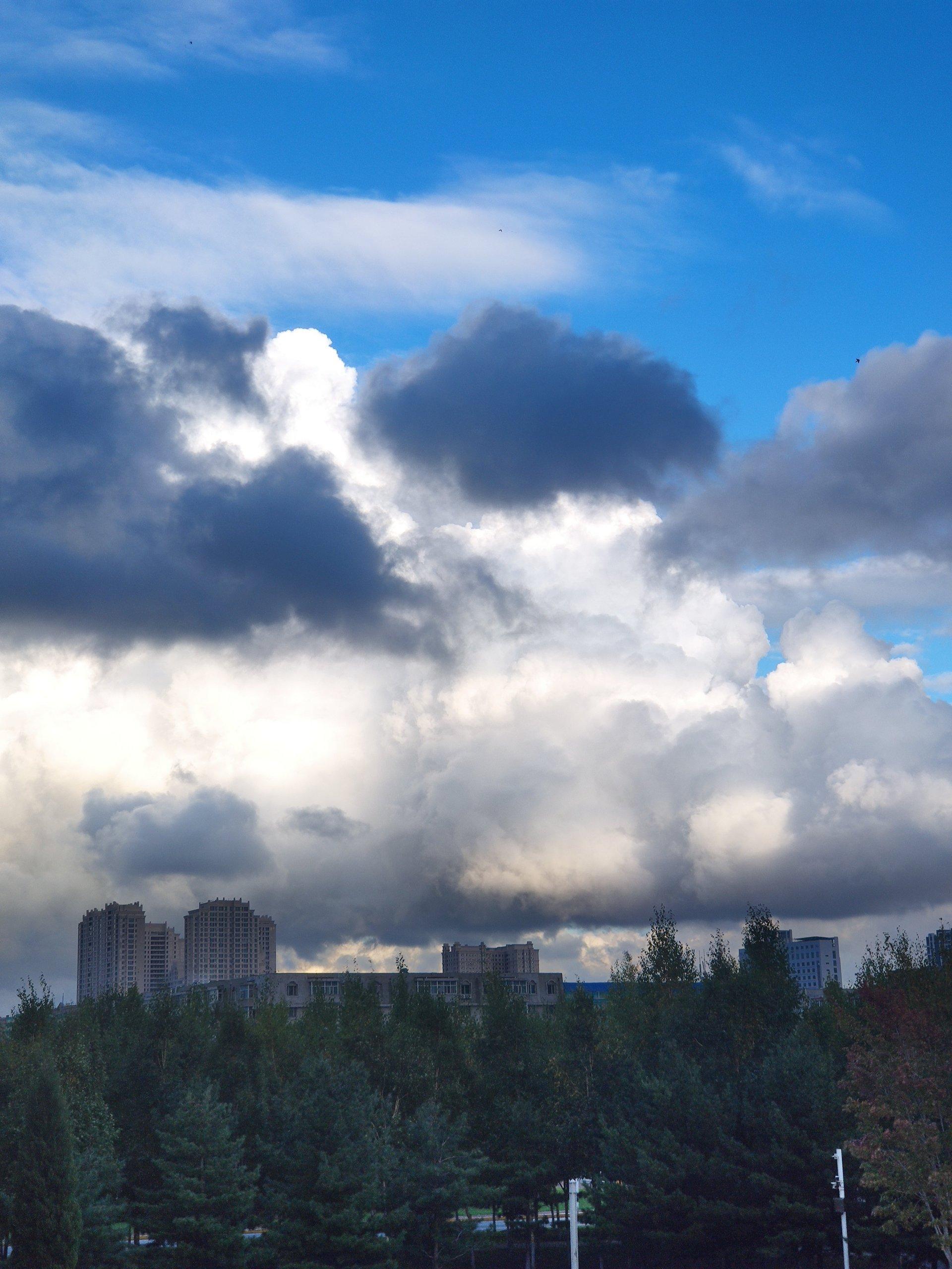 又是一个有云的一天插图1