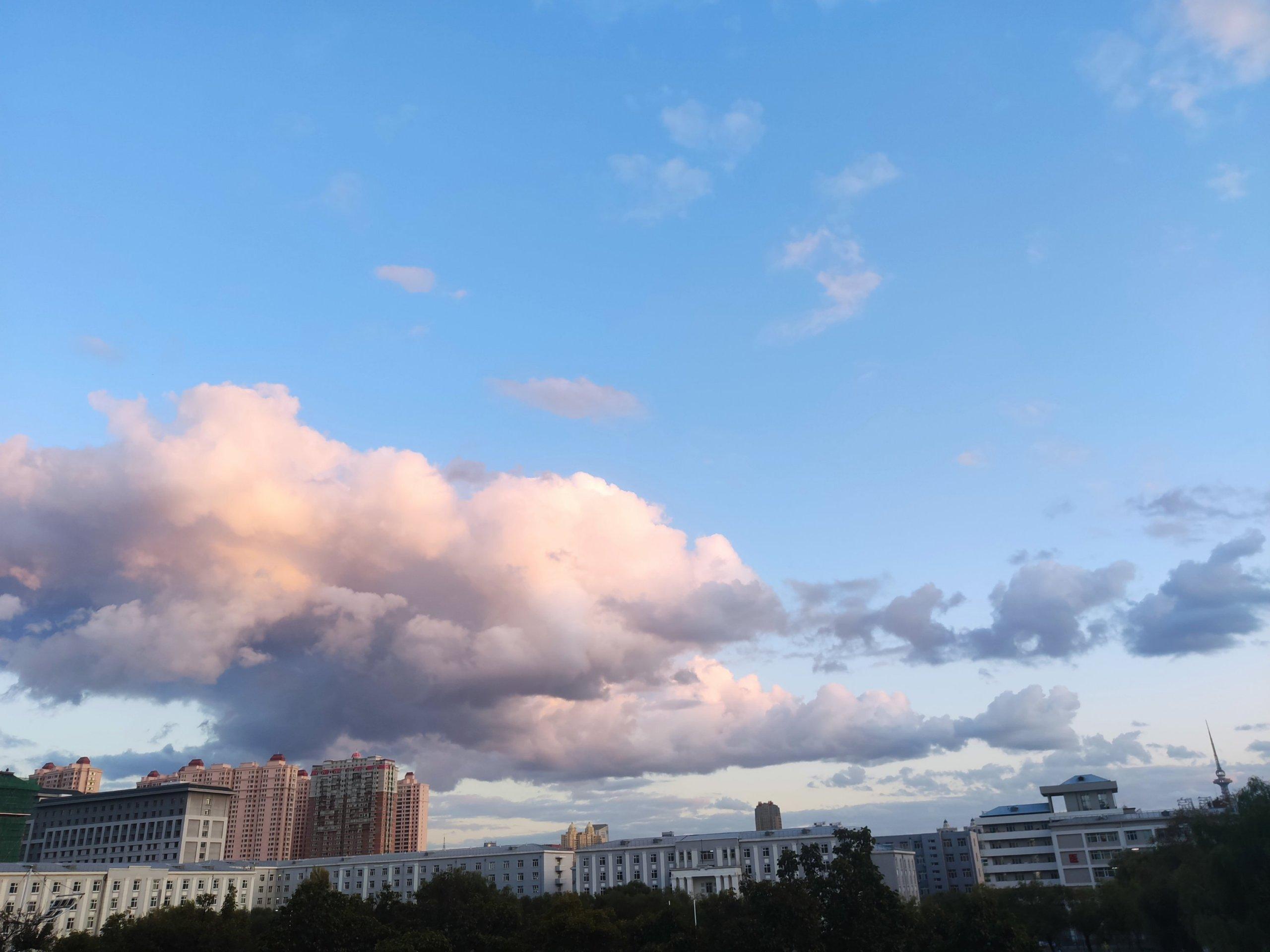 总感觉哈尔滨的云彩特别低插图1
