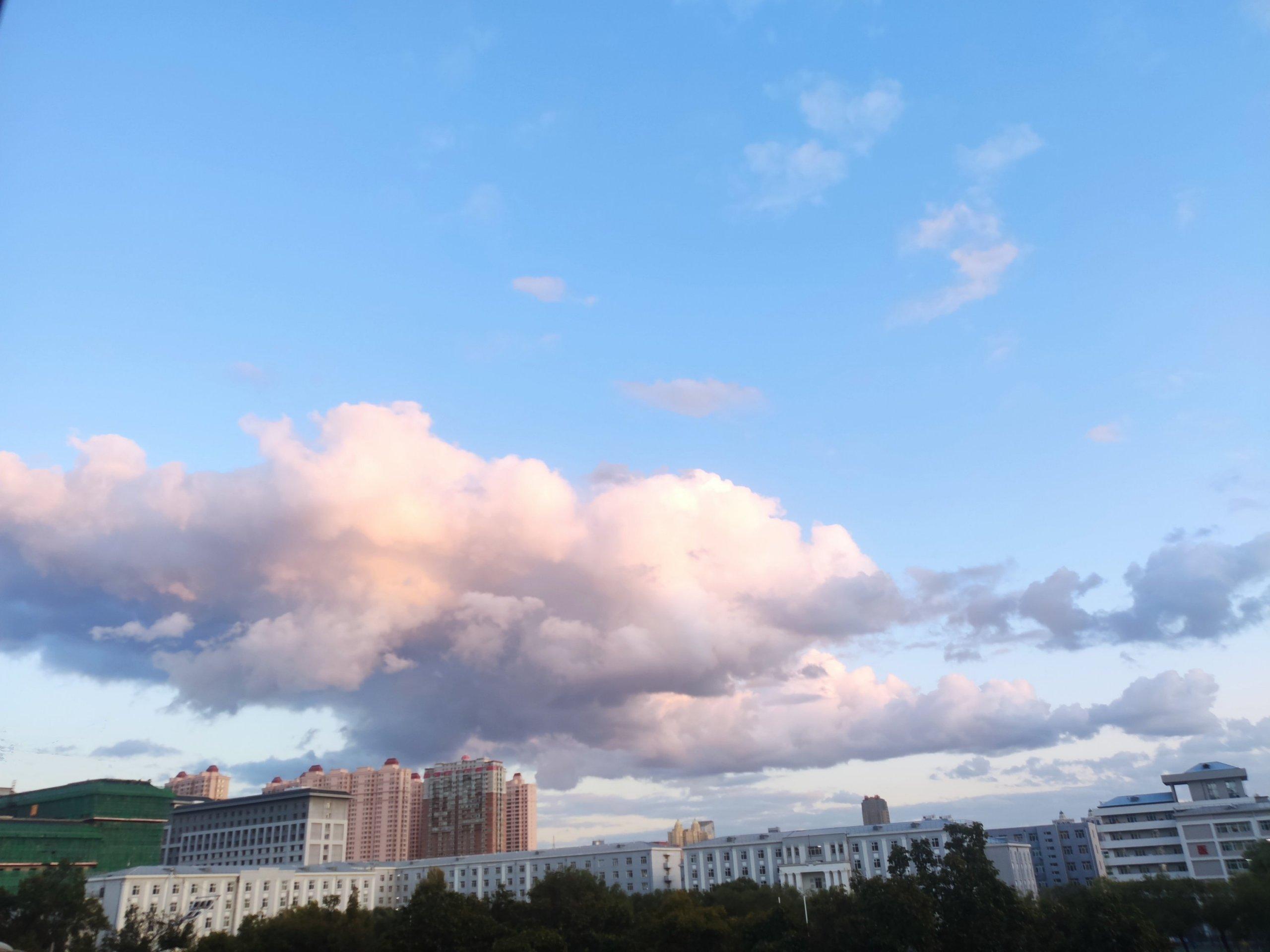 总感觉哈尔滨的云彩特别低插图